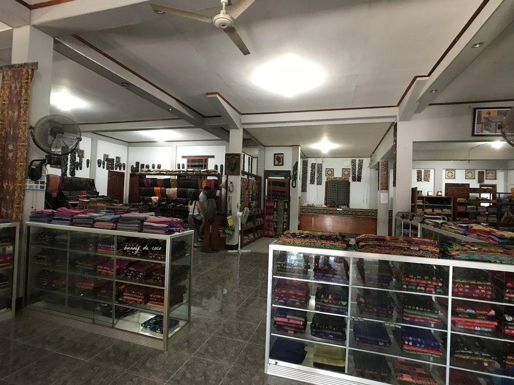 Sukarara Village shop